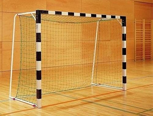 защита по футболу